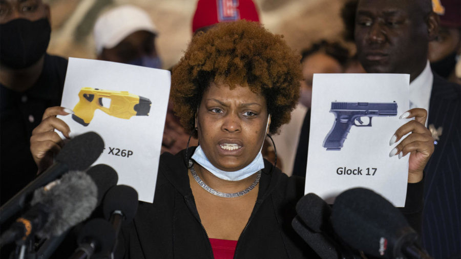 Naisha+Wright%2C+aunt+of+the+deceased+Daunte+Wright%2C+holds+up+images+depicting+X26P+Taser+and+a+Glock+17+handgun+during+a+news+conference+at+New+Salem+Missionary+Baptist+Church%2C+Thursday%2C+April+15%2C+2021%2C+in+Minneapolis.+%28AP+Photo%2FJohn+Minchillo%29